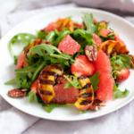 Salade met barbecue nootjes