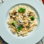 Tagliatelle met broccoli en champignons